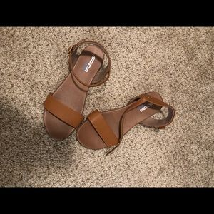 Sandals with ankle buckle